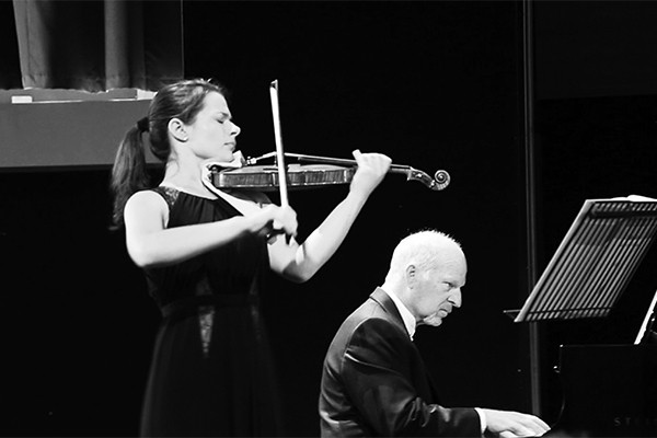 Review: Michael Houstoun & Bella Hristova